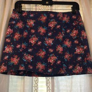 Floral print jean mini skirt.